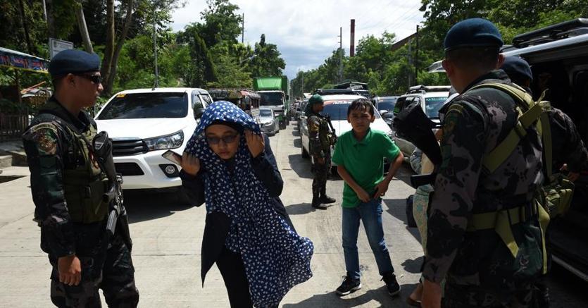 Filippine attacco terroristico, assalto alla Chiesa: prete e fedeli in ostaggio